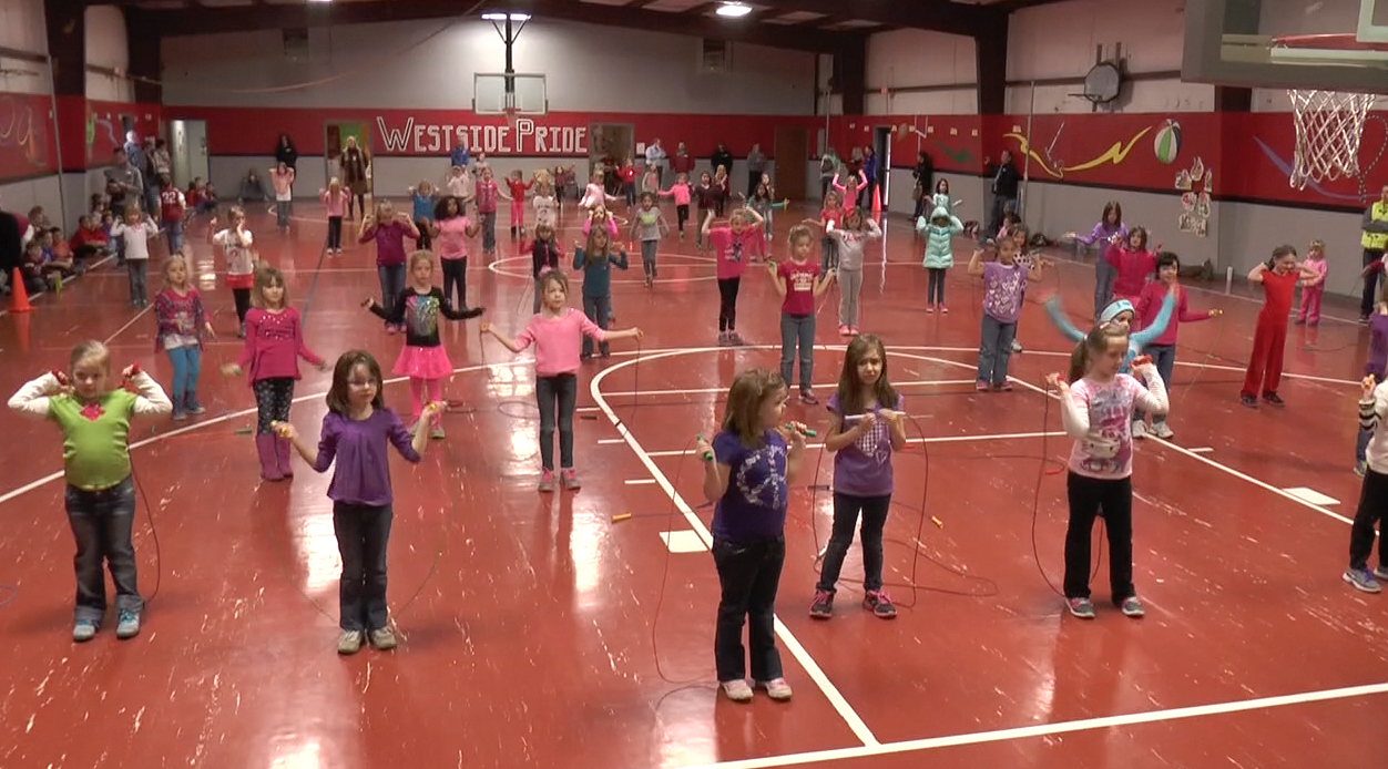 Elementary students jump rope to raise money