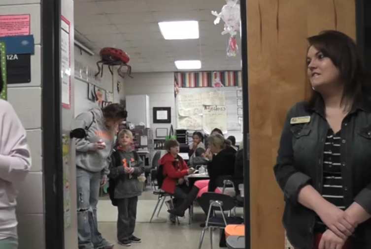 Moms share breakfast with elementary students