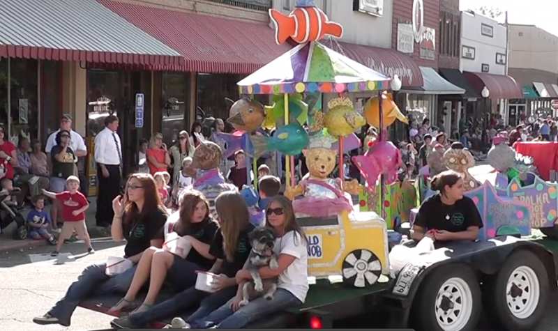 Parade kicks off White County Fair